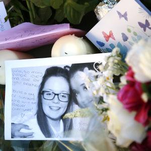 Blomhav efter terrorattacken i Manchester den 23 maj 2017. Många av offren var unga eller barn.