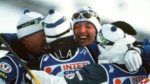 Stafettlaget Harri Kirvesniemi, Janne Immonen, Mika Myllylä och Sami Repo var överlägset i Lahtis 2001.