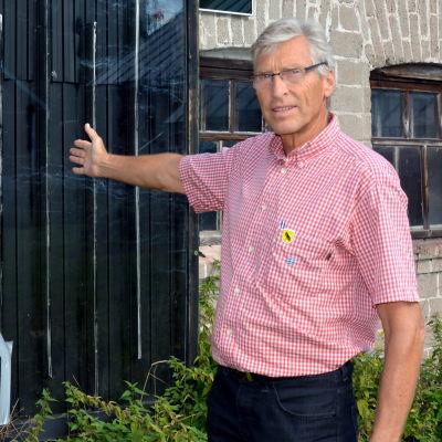 Ingvald back med en solfångare som han har tillverkat