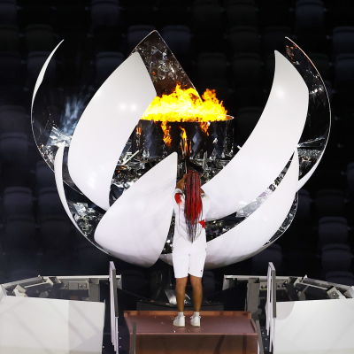 Naomi Osaka tänder OS-elden.