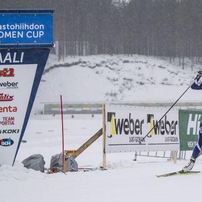 Anne Kyllönen voitti naisten sprintin Vuokatin Suomen cupissa 2019.