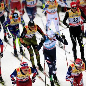 Masstart i världscupen på skidor.