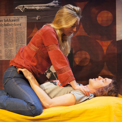 Linda Zilliacus och Sampo Sarkola i Retro på Lilla Teatern.