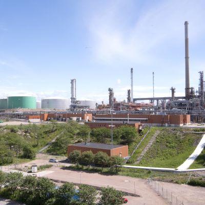 Oljeraffinaderiet i Lysekil.