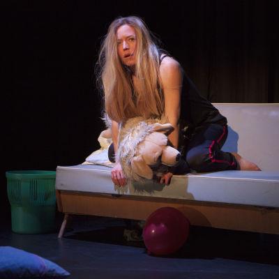Foto från Mammas flicka på Lilla Teatern.