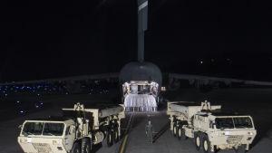 Delar som behövs för det nya missilförsvarssystemet Thaad har börjat anlända till Sydkorea