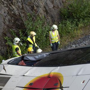 Räddningsmanskap vid bussen 24.8.2018.