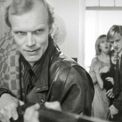 Kari Heiskanen elokuvassa Lain ulkopuolella.