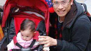 Roy Li skulle gärna se att hans barn inte växer upp i Hongkong. Hans familj har ändå inga möjligheter att emigrera.