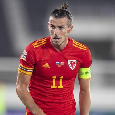 Gareth Bale Walesin maajoukkueen paidassa.