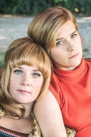 Lottie (Maja Rung), Karin (Mikaela Knapp) ja Ingela (Anna Åström) sarjassa Systrar - Kesä 1968
