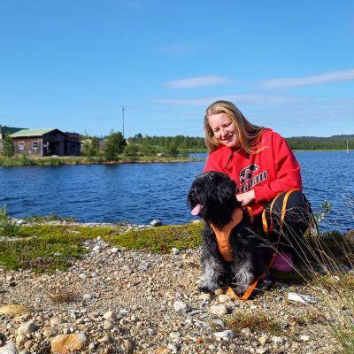 Nina Lager on perustamassa koirahotellia Keväjärvelle.