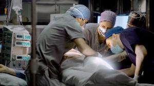 Osastolle tuotu potilas.