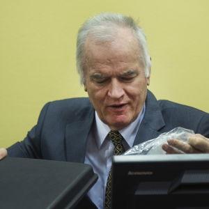 Ratko Mladić i rätten i Haag 16 maj 2012.