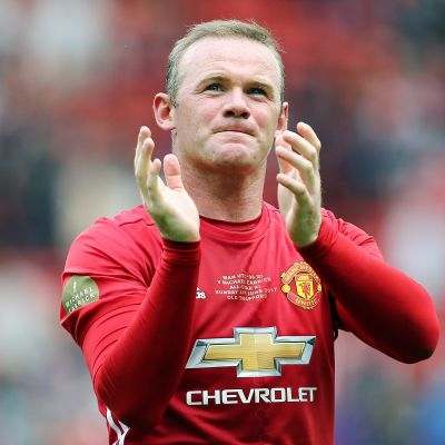 Wayne Rooney applåderar
