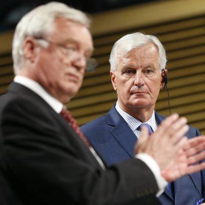 Michel Barnier och David Davis.