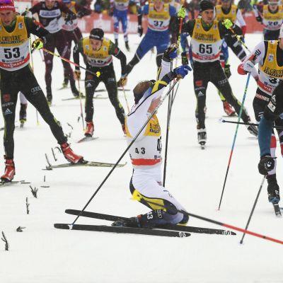 Jens Burman omkull på upploppet, Tour de Ski 2018.