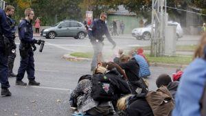Pepparspray mot demonstranter i Kajsaniemi.