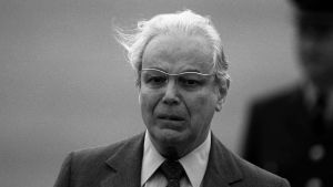Javier Pérez de Cuéllar år 1991, då han lämnade sin post som FN:s generalsekreterare. Han avled 100 år gammal i Peru.