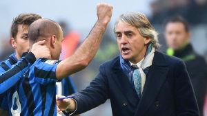 Roberto Mancini firar med Rodrigo Palacio.