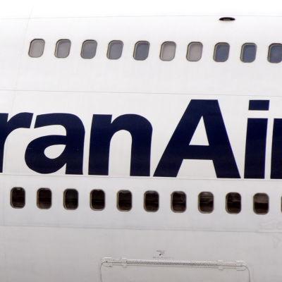 Iran Air-logo på ett iranskt passagerarplan