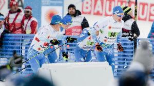 Sami Jauhojärvi och Iivo Niskanen under lagsprinten i Lahtis 2017.