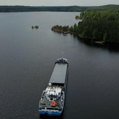 Rahtilaiva kuvattuna ylhäältäpäin
