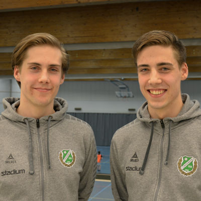 Christian (t.v.) och Henrik Nieminen, Samppalinna bollhall våren 2018.