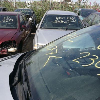Romutukseen menevät autot merkitään koodeilla tuulilasiin.