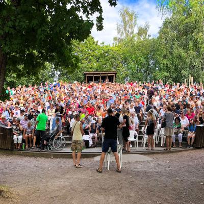 Publik på Lurens sommarteater