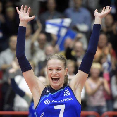 Pauliina Vilponen jublar.