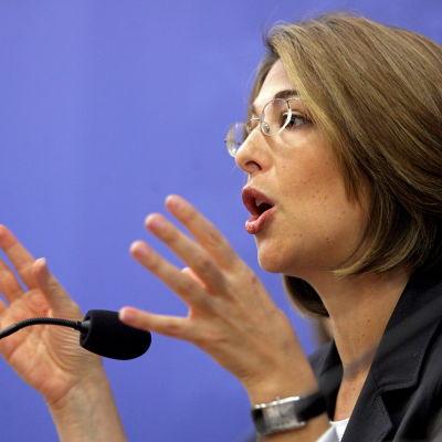Naomi Klein talar inför publik