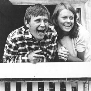 Kuva elokuvasta Punatukka. Kuvassa Turo Unho ja Arja Saijonmaa.