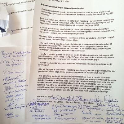Ett papper med text och underskrifter.