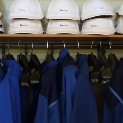 arbetshjälmar och kläder