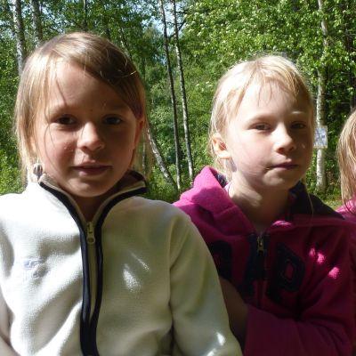 My Ekholm, Iza Forsbom och Julia Hakkarainen bryr sig inte om att vattnet är kallt.