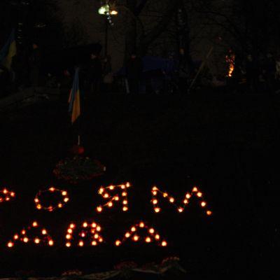 Kievborna mindes de 77 människor som omkommit i de senaste dagarnas våld