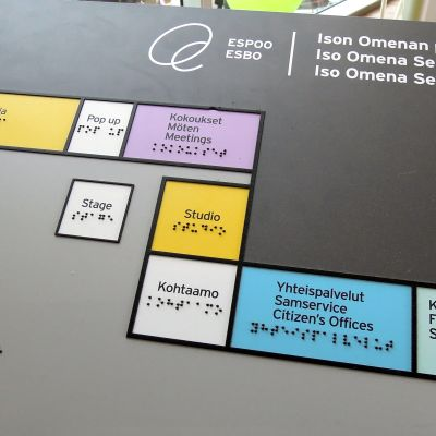 Kirjasto vie suurimman osan Ison Omenan palvelutorin pinta-alasta.