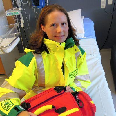 Paula Malinen lähtövalmiudessa tien päälle Lohjan sairaalan synntysosaston salissa numero 3.