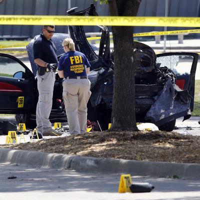 Kriminaltekniker från FBI undersöker brottsplatsen i Garland, Texas.