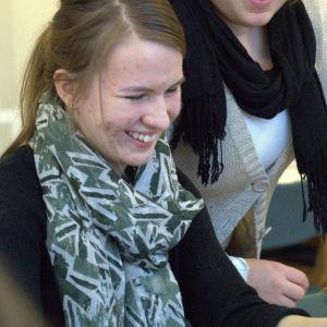 """Moa Sundström deltar i kampanjen """"Använd hjärtat"""" på dagcentret Hermansgården"""