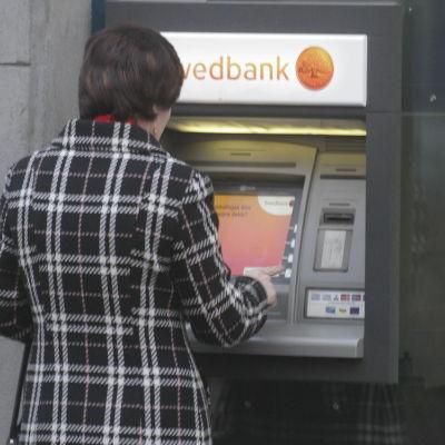 Swedbanks bankomater gav ut obegränsade mängder pengar även om kontot stod på noll
