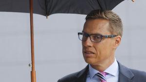 Alexander Stubb anländer till finansministrarnas möte i Bryssel 12.7.2015