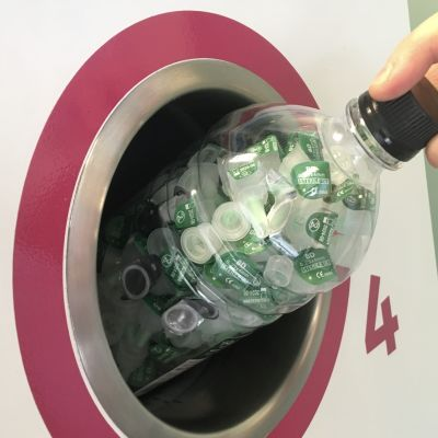 Käytetyt neulat voi palauttaa apteekkiin muovipulloissa
