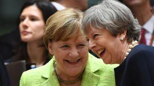 Tysklands förbundskansler Angela Merkel och Storbritanniens premiärminister Theresa May i Bryssel den 22 juni 2017.
