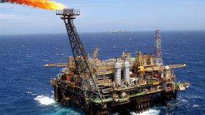 Oljeplattform utanför Rio de Janeiro i Brasilien