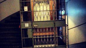 vanhanaikainen hissi