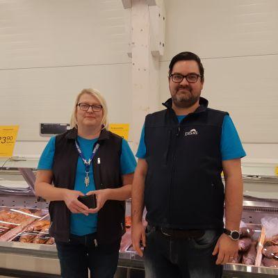 Personalchef Sari Knuutila och butikschef Petteri Nurminen vid Disas fish i Villmanstrand.