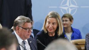 Utrikesminister Timo Soini och EU:s utrikesrepresentant Federica Mogherini