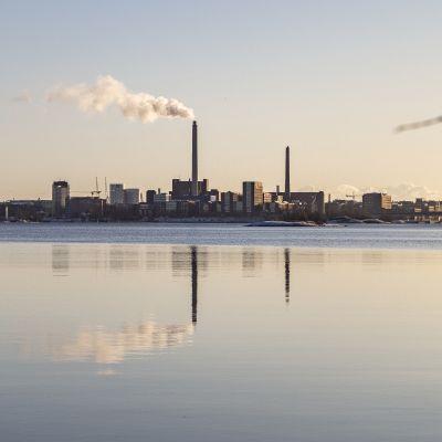 Salmisaaren voimalaitos Helsingissä.